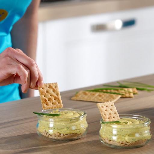 Mousse di ricotta delattosata e marmellata con crackers